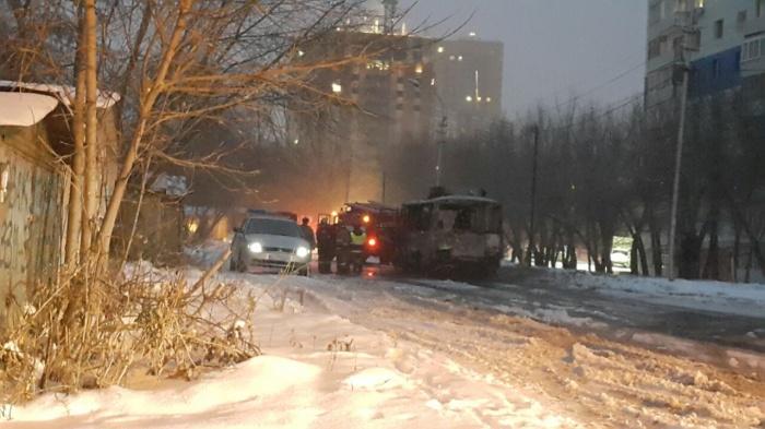 ПАЗ маршрута  № 12  сгорел около остановки «Сержанта Коротаева»