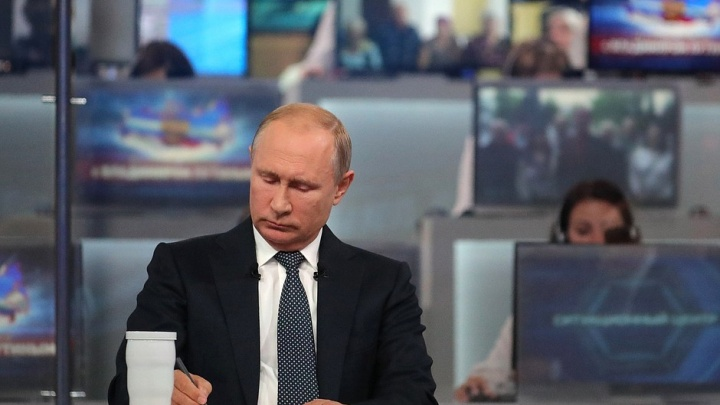 Владимир Путин наградил трёх омичей: актрису, кукловода и хирурга