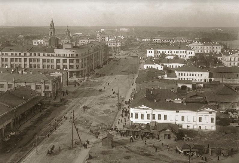 Вид с храма «Большой Златоуст» на улицу 8 Марта