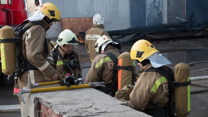 На Волге под Самарой сгорели дебаркадер и катера: двух человек доставили в ожоговый центр