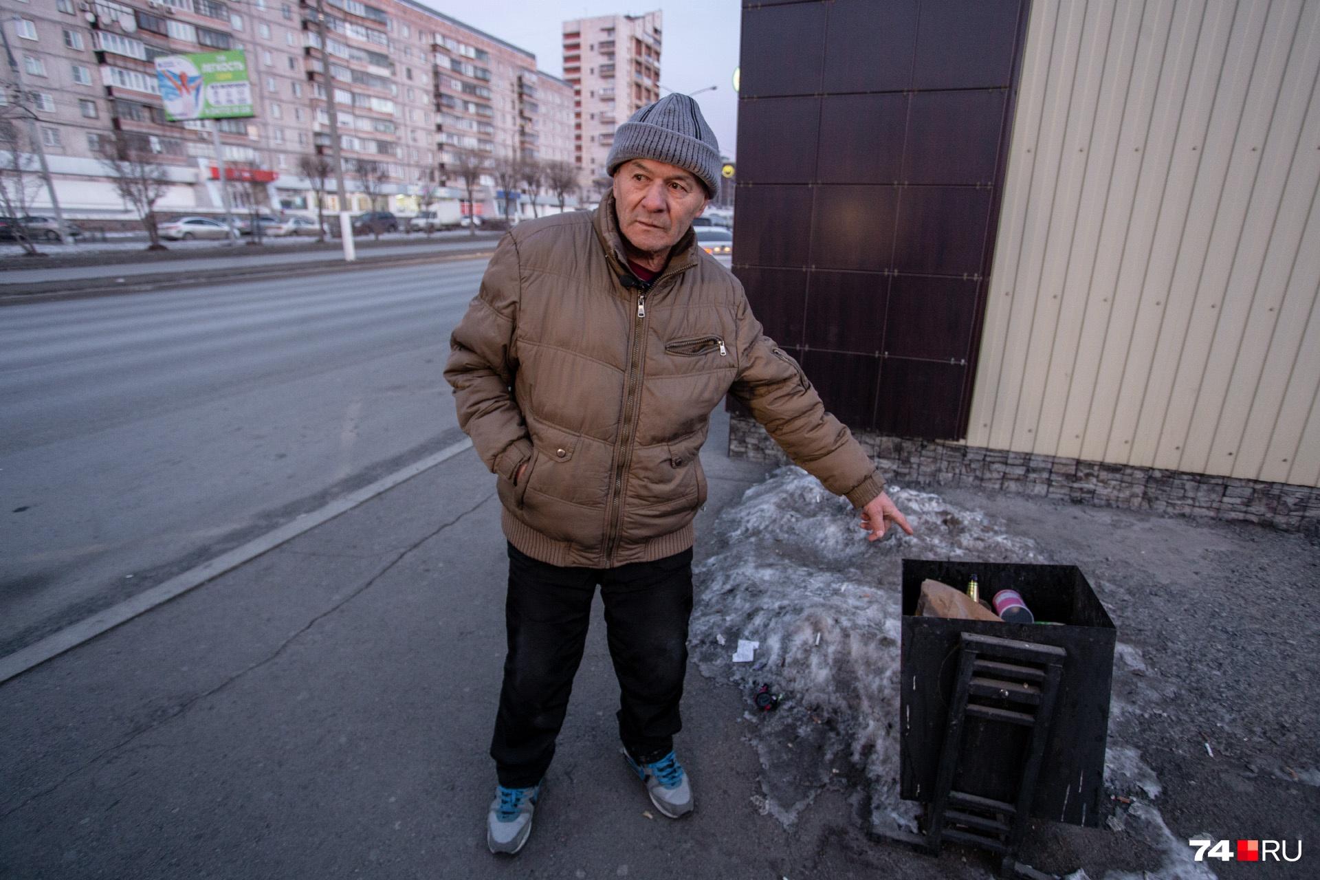 Пакет с бутылкой, начинённой поражающими элементами, лежал на остановке на улице Ленина