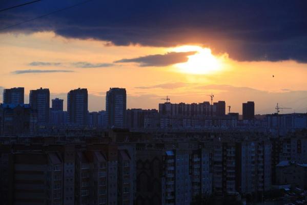 Сегодня красноярцы могли наблюдать потрясающий закат