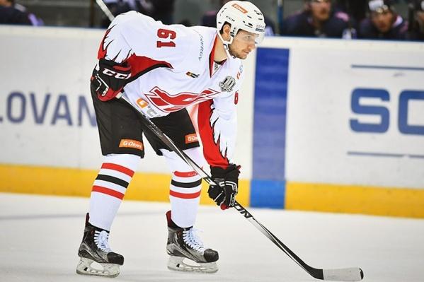 С прошлого декабря Евгений Назаркин играл за питерский ХК «Динамо» в ВХЛ, а сезоном ранее — за омский «Авангард» в КХЛ