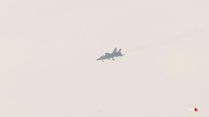 Над Пермью сегодня целый день громко летают самолеты МиГ-31. Что происходит?
