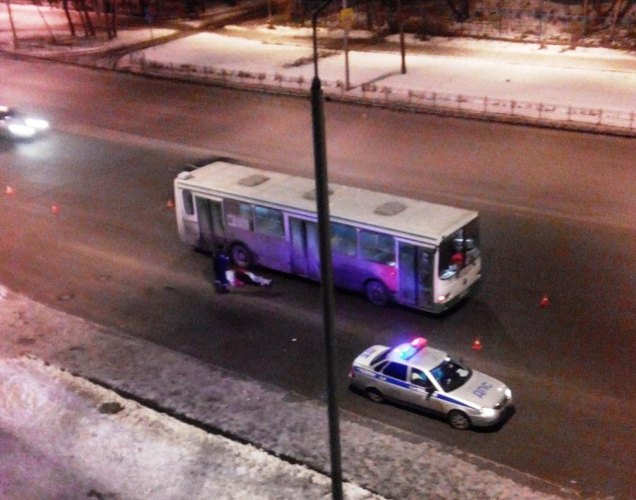 Личность мужчины, которого сбил вОмске автобус, вплоть доэтого времени неустановлена