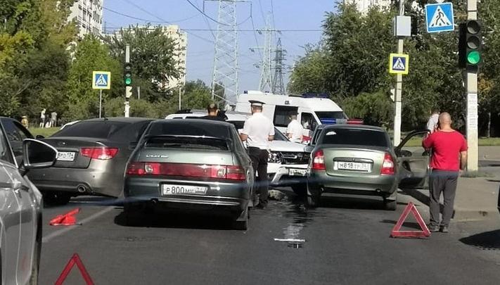 Две волгоградки ранены в массовой аварии