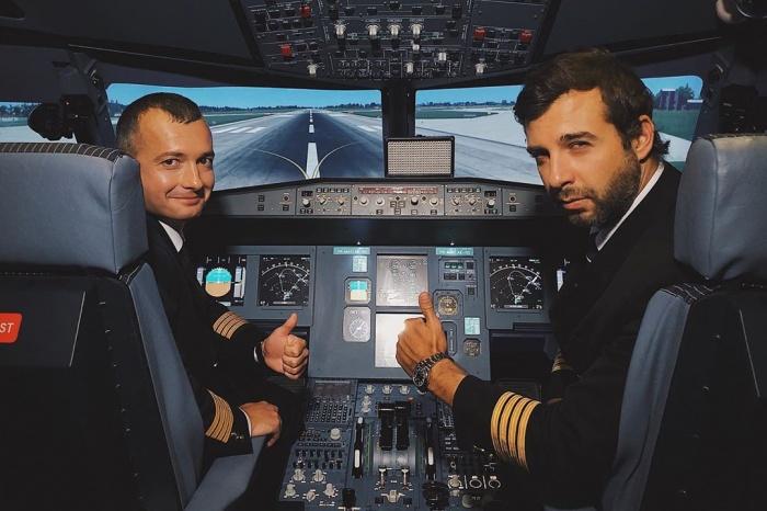 Дамир Юсупов показал Урганту, как управлять самолетом