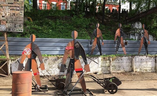 Шпалы-клавиши и люди-инструменты. На территории завода Шпагина установили новые арт-объекты