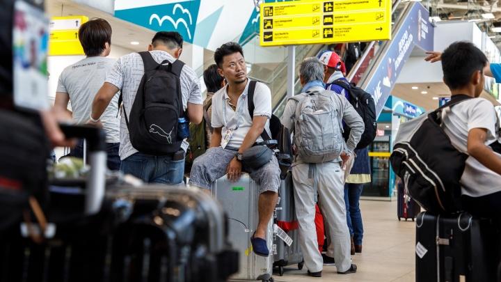 «Высокие здания, Путин и пирожки»: в Волгоград прилетели болельщики из Японии