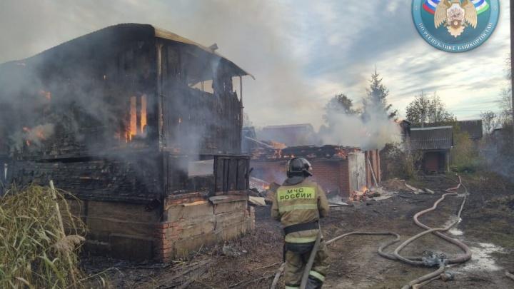 С огнем шутки плохи: четыре садовых домика сгорели под Уфой