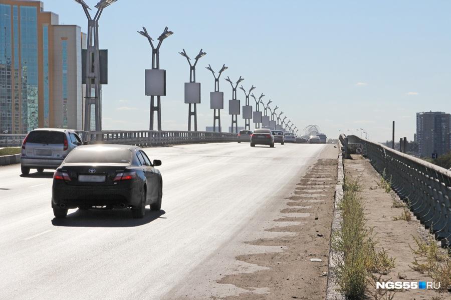 ВОмске наметромосту дорожное покрытие починят за25 млн руб.