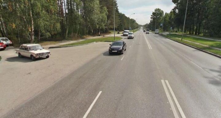 Прокуратура подала на мэрию в суд из-за глубокой и длинной колеи на проспекте в Академгородке