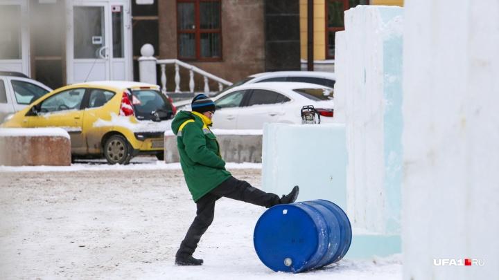 Власти Башкирии объяснили, почему в республике медленно устанавливают ледовые городки