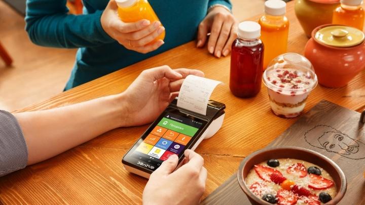 Платить картой проще: в чём преимущества безналичного расчета для клиента и для бизнеса