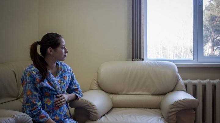 Врачи спасли 18-летнюю сибирячку с опасным заболеванием почек — она родила здорового сына