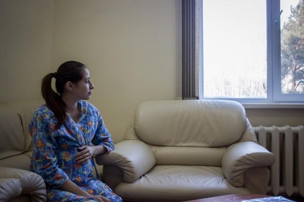 """Мария Шевченко решила родить, несмотря на предупреждения врачей об опасностях во время беременности — лечением девушки занималась целая бригада медиков горбольницы <nobr class=""""_"""">№ 25</nobr>"""