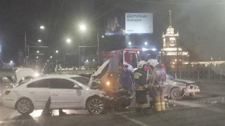 Трое человек ранены в массовой аварии на Комсомольском мосту Волгограда
