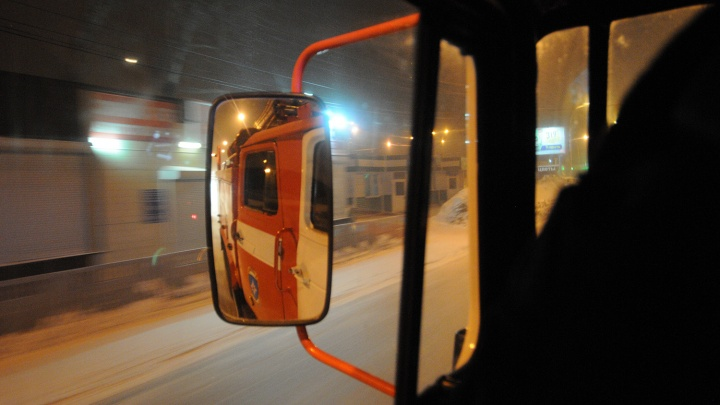 Жильцов многоэтажки в центре Красноярска эвакуировали из-за пожара