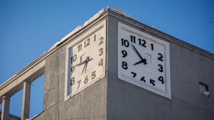 Время — деньги: самые известные часы Новосибирска отремонтируют за 2 миллиона