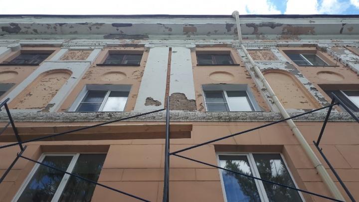 В Омске задержали рабочих, пытавшихся сдать строительные леса на металлолом