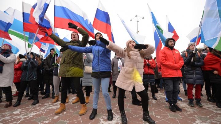 Народное караоке с Татищевым и де Генниным: как в Екатеринбурге отметили День народного единства