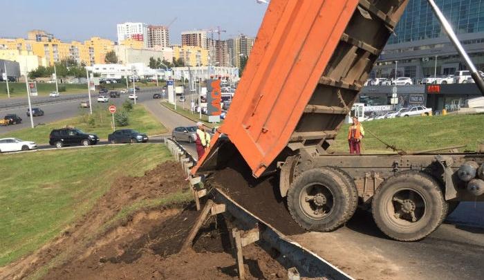 В Уфе на проспекте Салавата Юлаева устраняются последствия аномального ливня