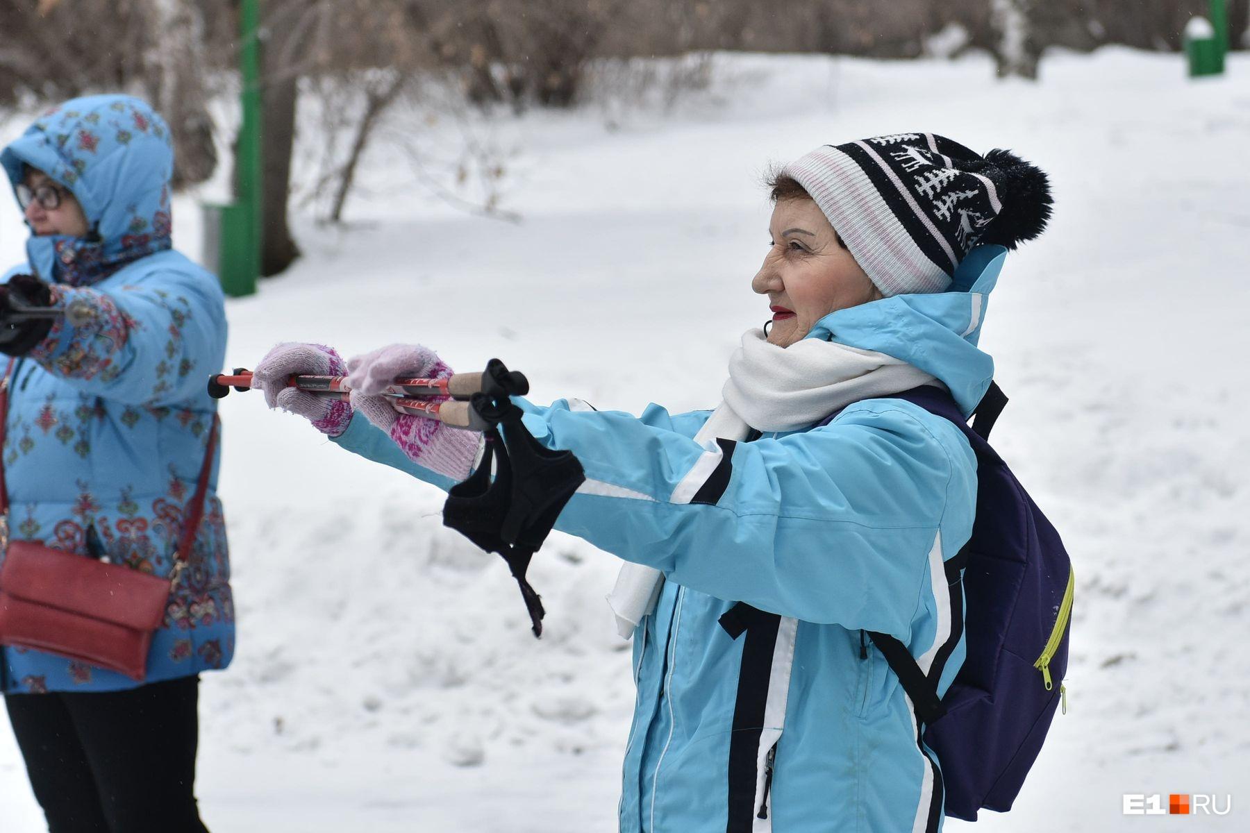 Команда, занимающаяся у Ирины Вдовиной, принимала участие в городских соревнованиях по северной (скандинавской) ходьбе наравне со здоровыми людьми. Несколько человек заняли призовые места. Например,Тамара Полякова (на фото) стала второй в старшей возрастной группе на II Кубке Екатеринбурга по северной ходьбе