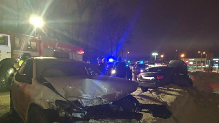 Водителя пришлось деблокировать: спасатели рассказали об аварии под Уфой