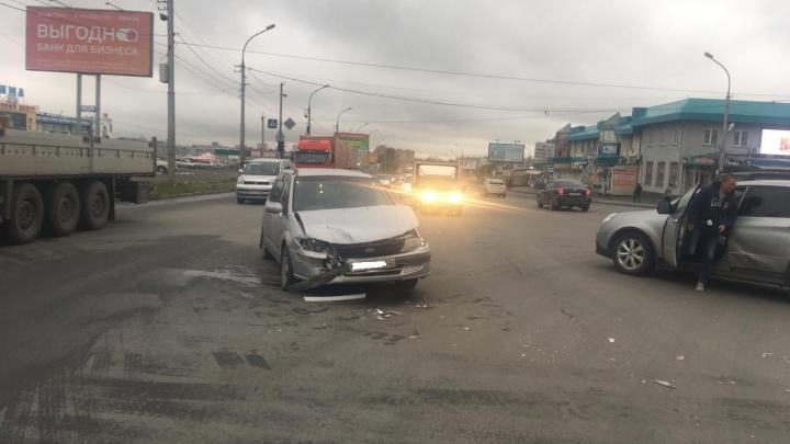 Авария с участием двух иномарок затруднила проезд по Гусинобродскому шоссе