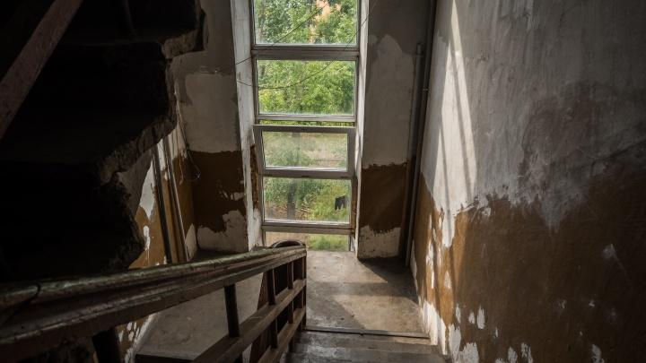 Жильцам дома с трещинами дали по 500 рублей в день на аренду квартир