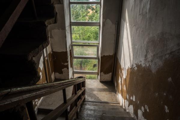 Дом обещают расселить до конца года