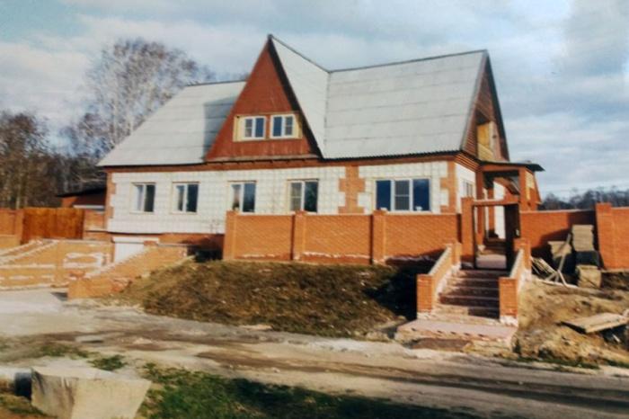 Коттедж в Бурмистрово был продан по решению суда за почти пятимиллионный долг пенсионерки