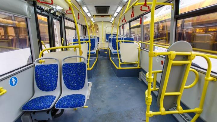 «В городе лето»: пассажиры волгоградских автобусов закипают от жары