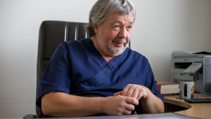 История именитого кардиохирурга из Красноярска, который придумал уникальный способ операций