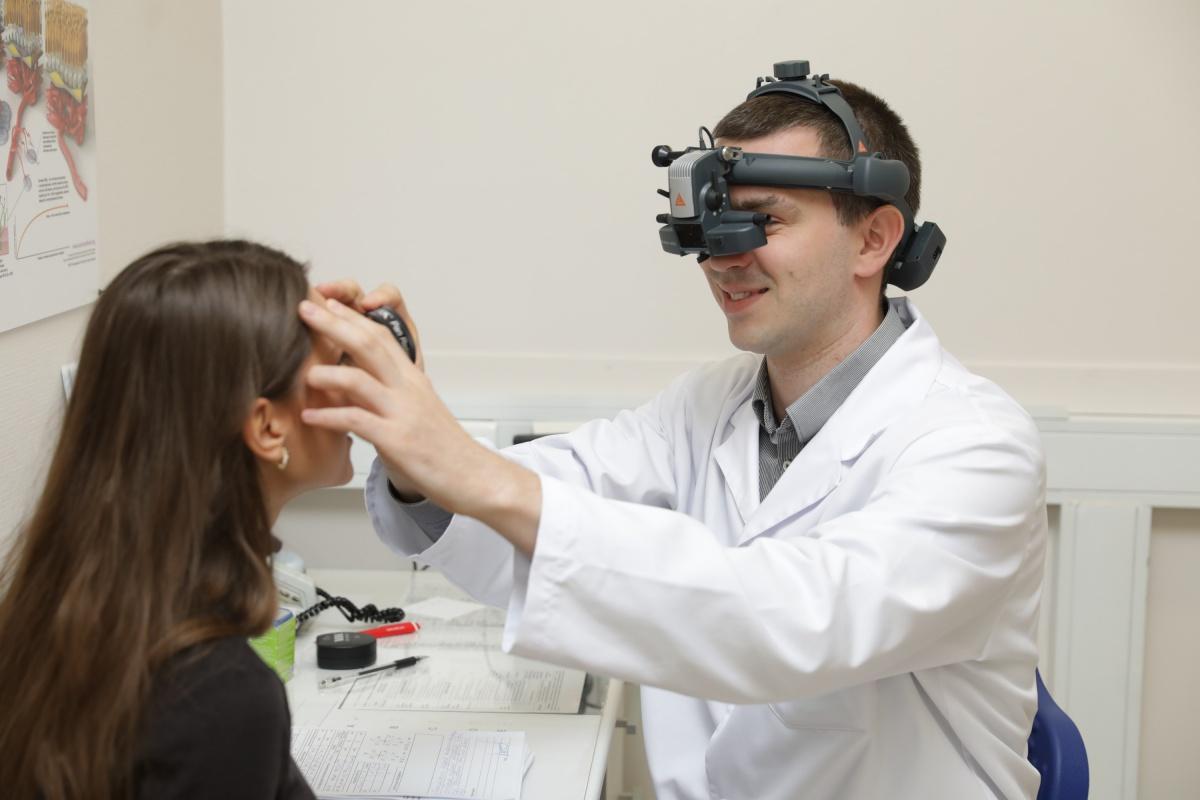 «Простой врач делает 300 операций в год, наш — 1000»: репортаж из передовой клиники офтальмохирургии