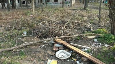 Мусорная полиция: что мешает возчикам забирать мусор и как автомобили мешают работе оператора