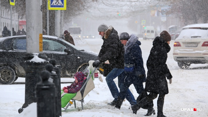 Засыпаны и забыты: снегопад парализовал Уфу
