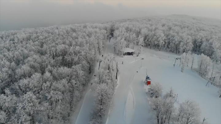 «Куршевель» в тумане: самарец снял горнолыжную трассу на Красной Глинке с коптера