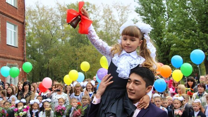 «В школе не должно быть «суперклассов»: в Омске начался прием первоклашек