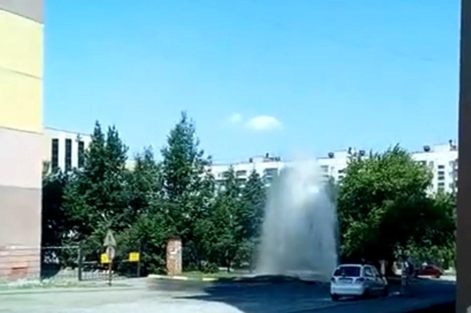 Струя горячей воды поднялась в высоту на пять метров
