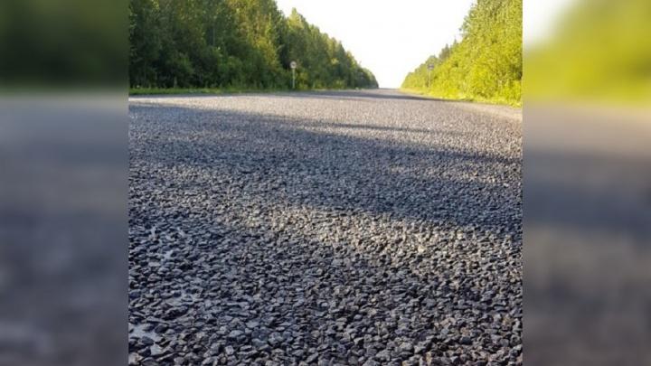 «Камни летят в стекло»: водители пожаловались на ремонт трассы в Прикамье