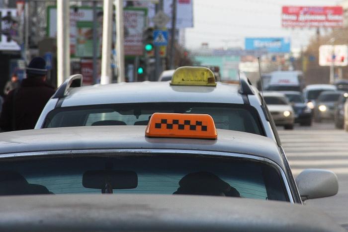 У пассажира не было денег, чтобы рассчитаться за проезд, и он начал угрожать водителю