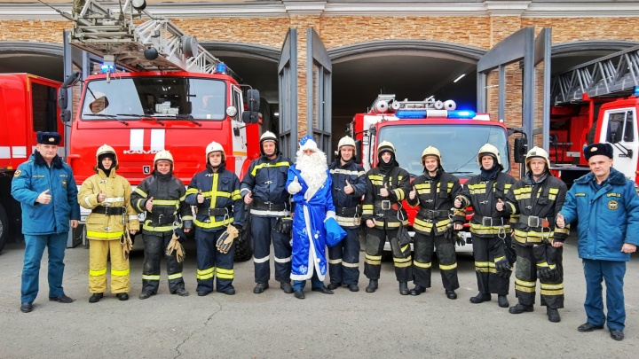 Дед Мороз поздравил с Новым годом волгоградских пожарных