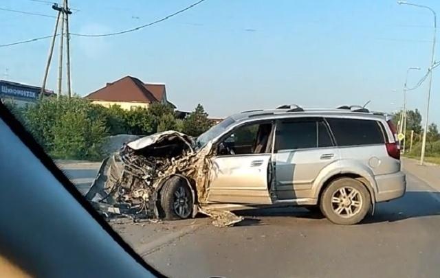 Водитель Great Wall врезался в грузовик на улице Тимофея Чаркова