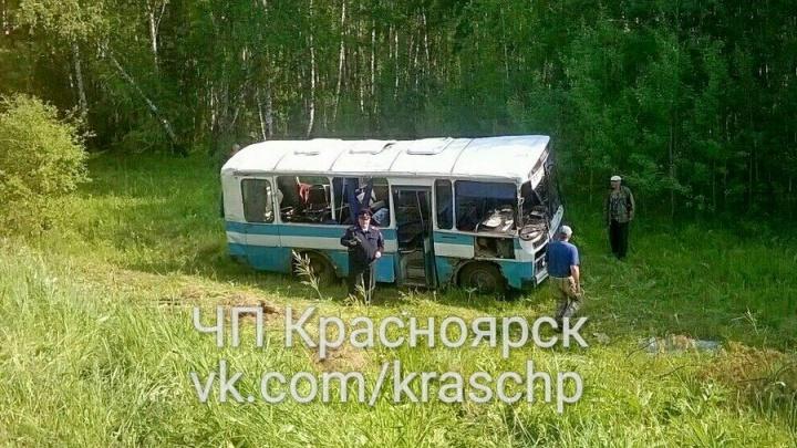 Пьяный маршрутчик опрокинул автобус с пассажирами в кювет и отправился в колонию