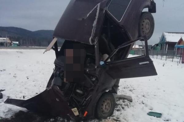 То, как машина оказалась в таком положении, предстоит выяснить полиции