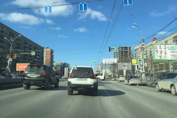 Светофоры на пересечении Красного проспекта и Кропоткина не горят