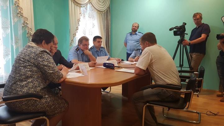 Ремонт, самозахват и убитые лошади: Пономарёв с губернатором провёл приём граждан в Шадринске