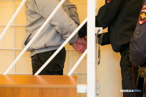 Мужчина пришел в состоянии опьянения и побежал в кабинет судей, но был задержан