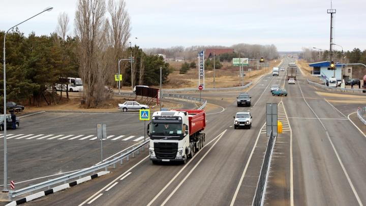 В Волгоградской области сделали четырехполосными еще три километра московской трассы